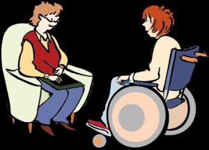 Eine Frau im Rllstuhl in einer Beratung.